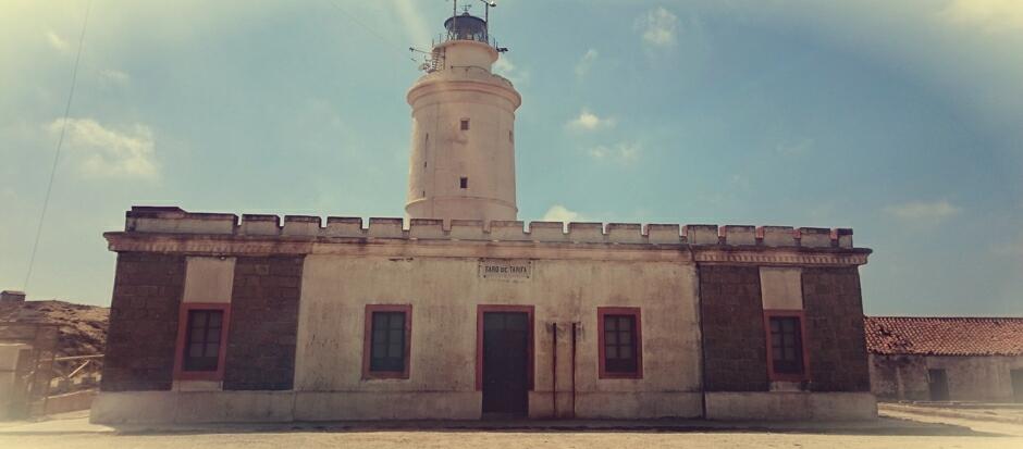 Faro en la Isla de las Palomas de Tarifa