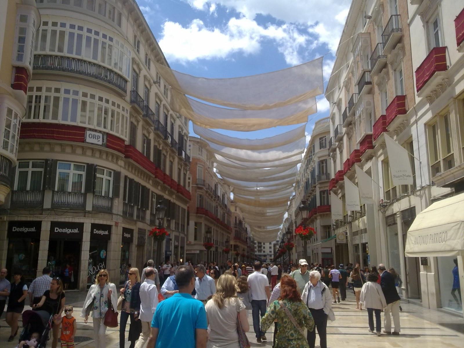 Calle de tiendas en el Centro de Málaga