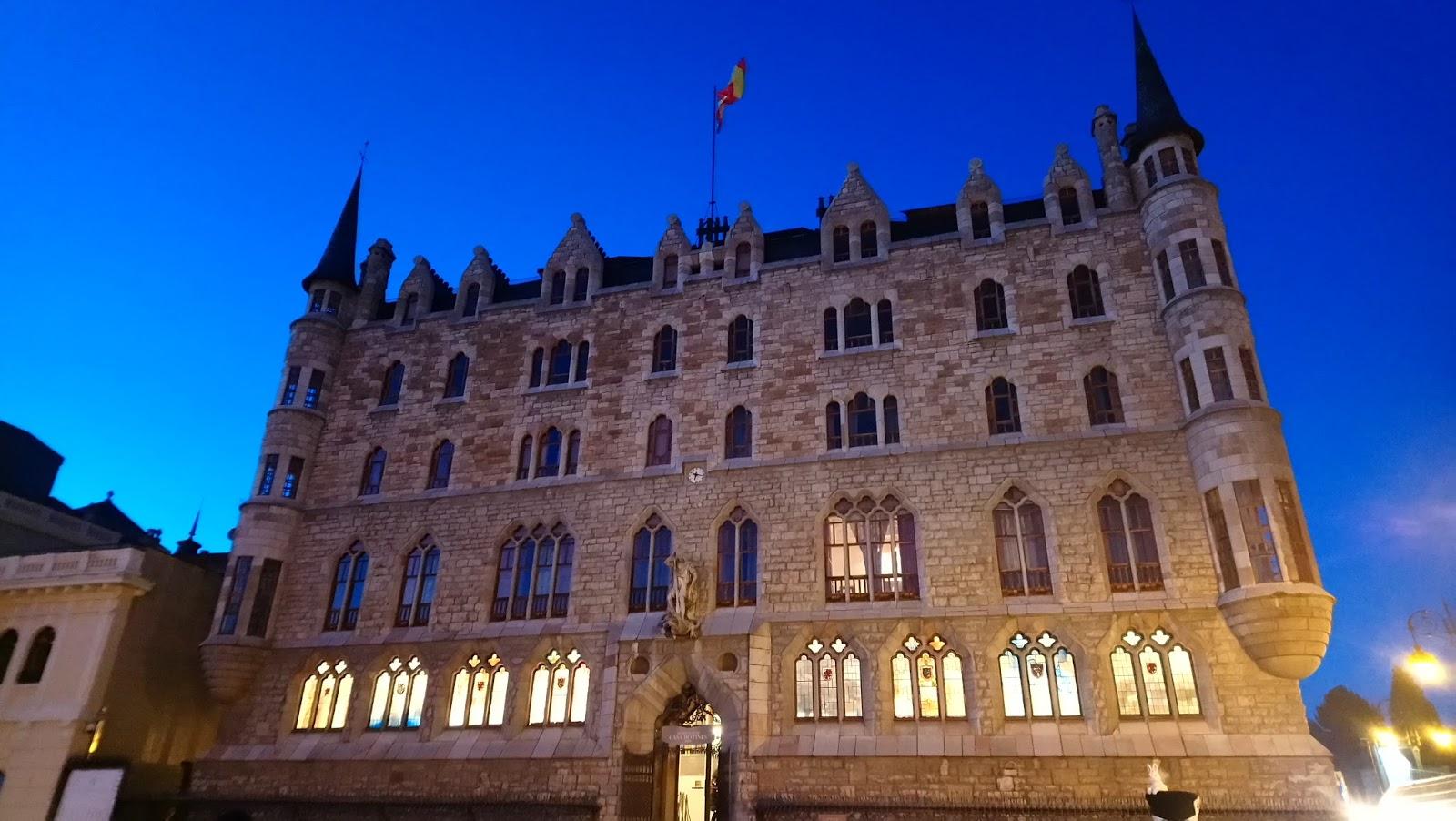 Gaudí construyó Casa Botines en León