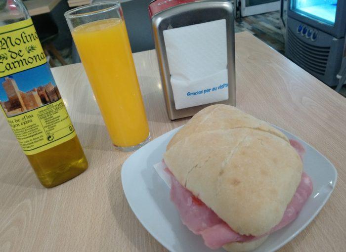 Desayunar en Sevilla Este: Bar La Pinta