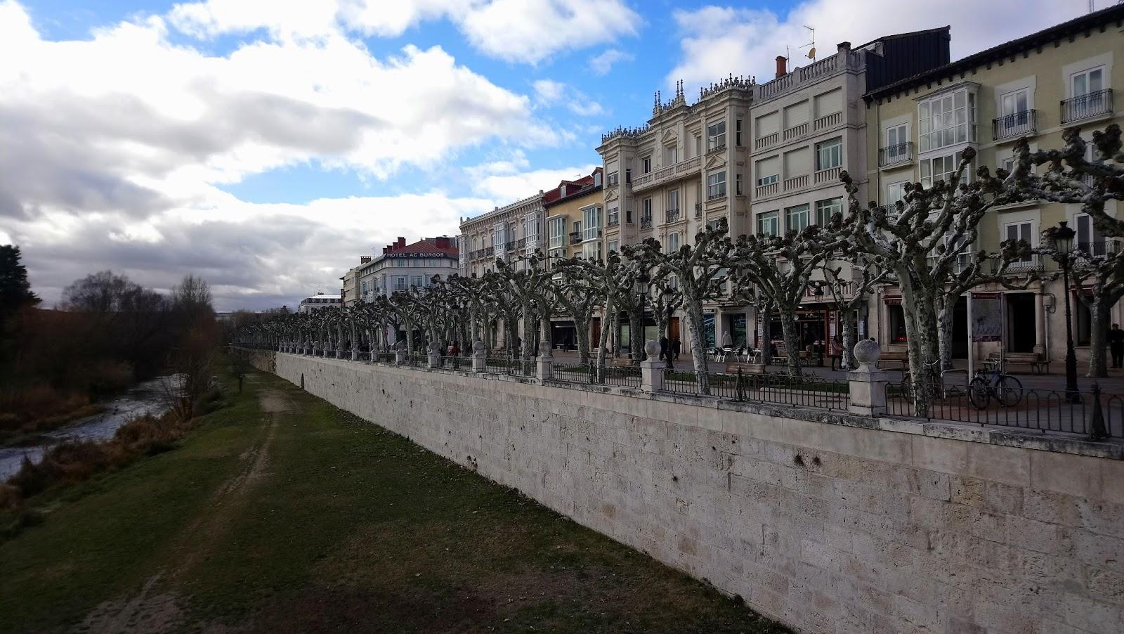 Paseo junto al río en Burgos