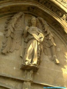 Estatua de un ángel en la Lonja de Mallorca
