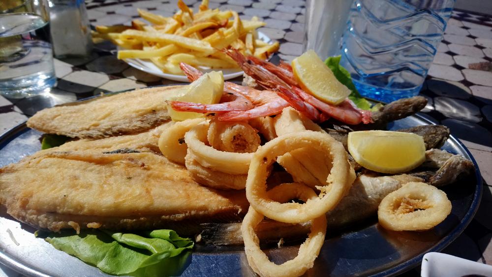 Pescado frito en La Place, Assilah