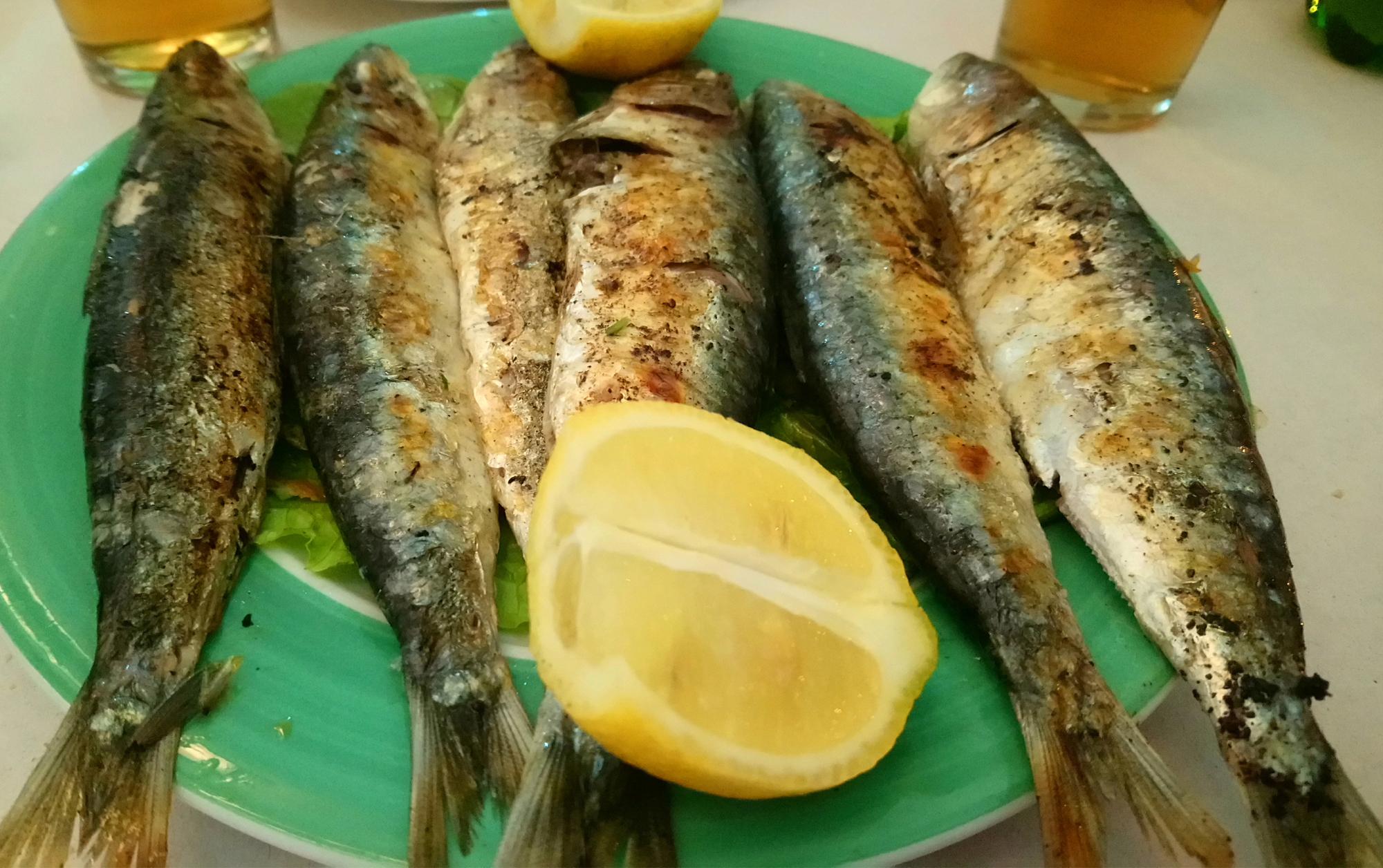 Comer sardinas en Assilah