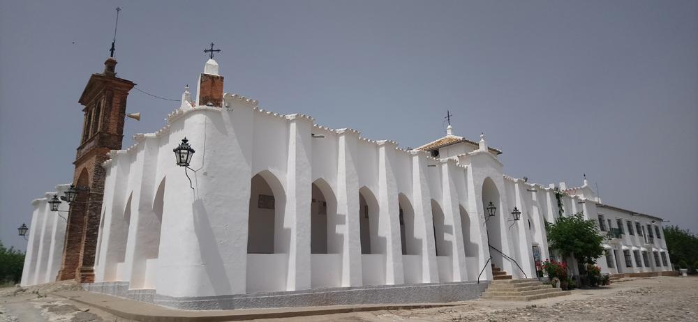 Ermita de Setefilla cerca del embalse de José Torán