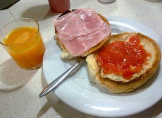 Desayunar en la autopista de Cádiz