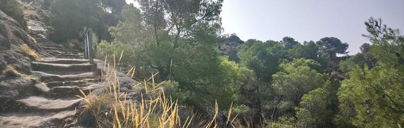 Acceso a las ruinas de Bobastro