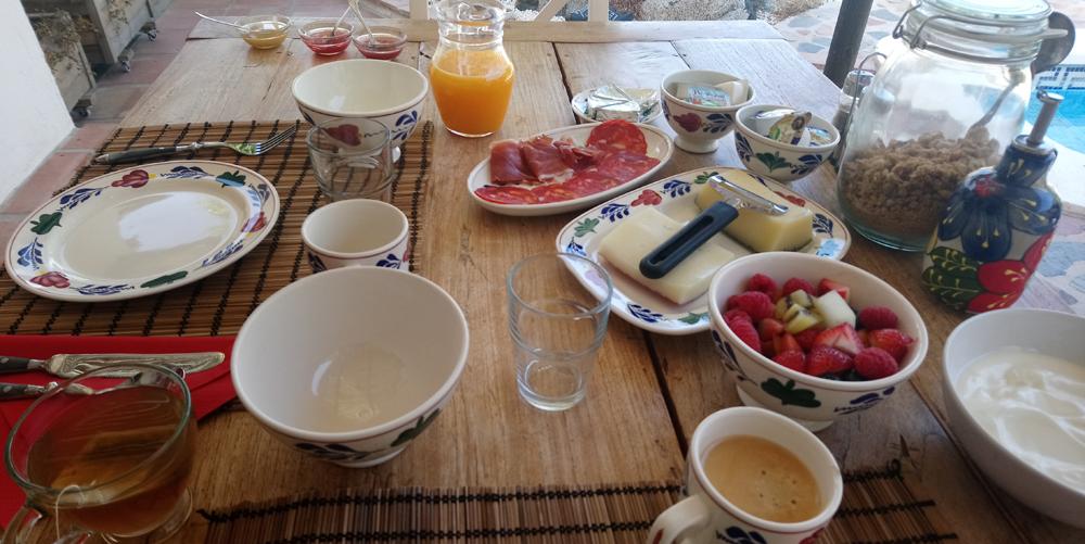 Desayunar en el B&B Casa del Arroyo de la Montaña