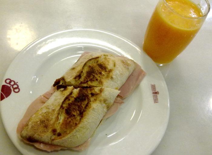 Desayunar en el Bar Sierra Sevilla