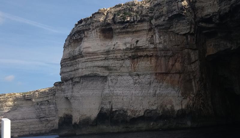Cara en la roca junto al Azure Window