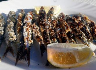 Espeto y pescado fresco en la Playa de El Palo