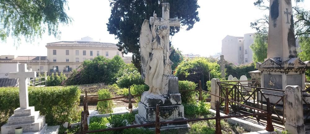 Escultura del Ángel de Piedra en el cementerio inglés