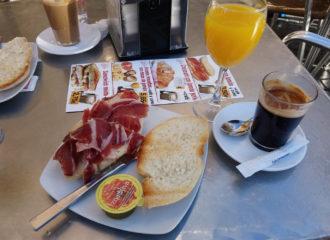 Desayunos en el Patio San Eloy de Santa Catalina, en Sevilla