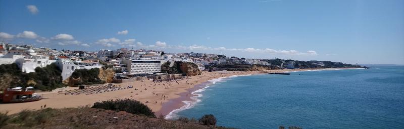 Vista panorámica de la playa de Albufeira
