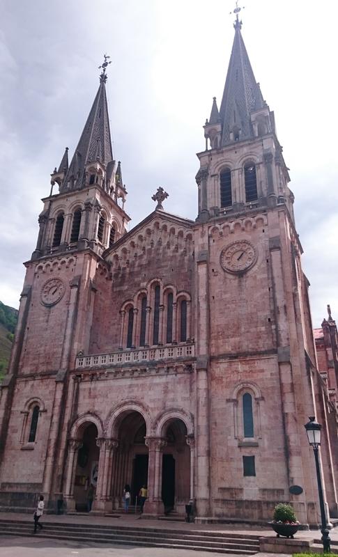 En Covadonga vimos la Basílica de la Virgen
