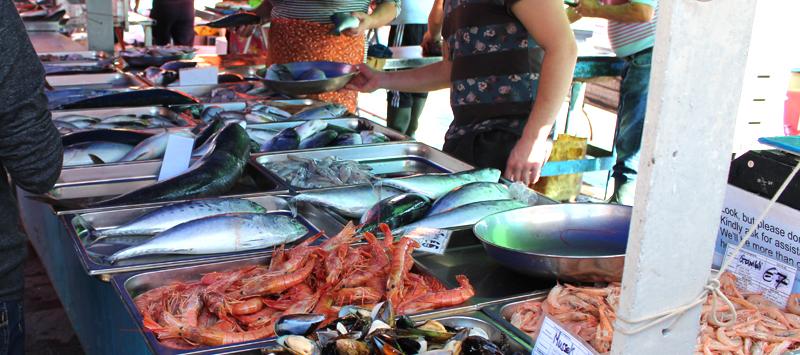 Pescado fresco en el mercado de los domingos de Marsaxlokk