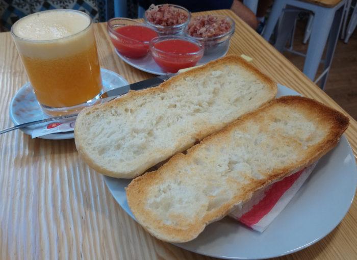 Desayunar en el Bar Lambretta