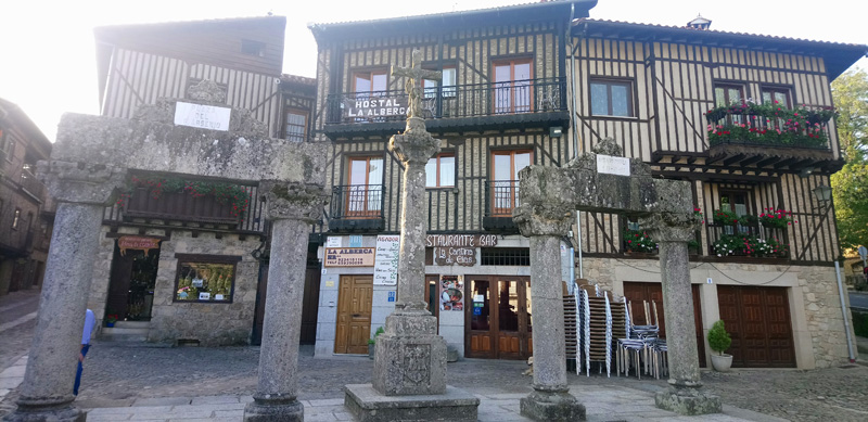 Fachada del Hostal La Alberca en Sierra de Francia