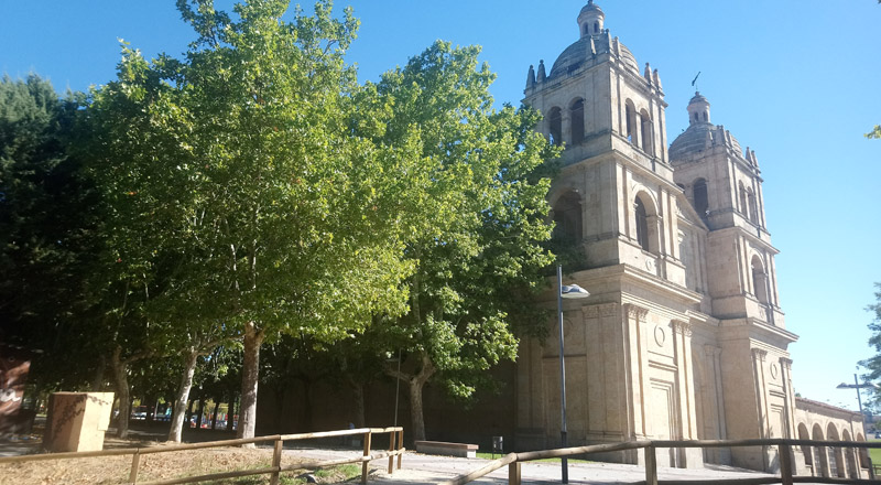 Iglesia del Arrabal en el río Tormes