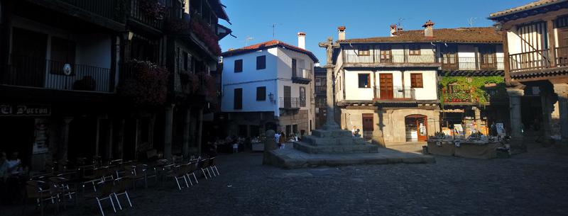 Típica plaza del pueblo en Sierra de Francia