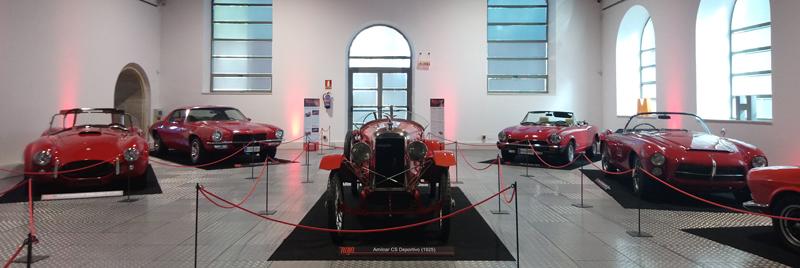 Coches rojos en el Museo de coches de Salamanca