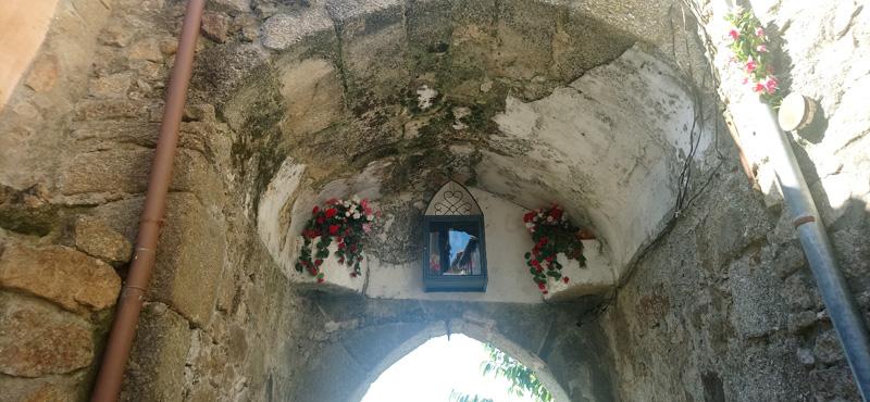 Puerta de la Virgen de la Cuesta en Miranda del Castañar