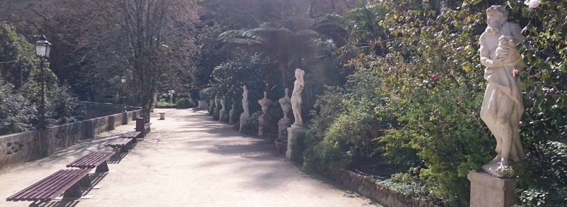 Alameda de los Dioses en la Quinta da Regaleira