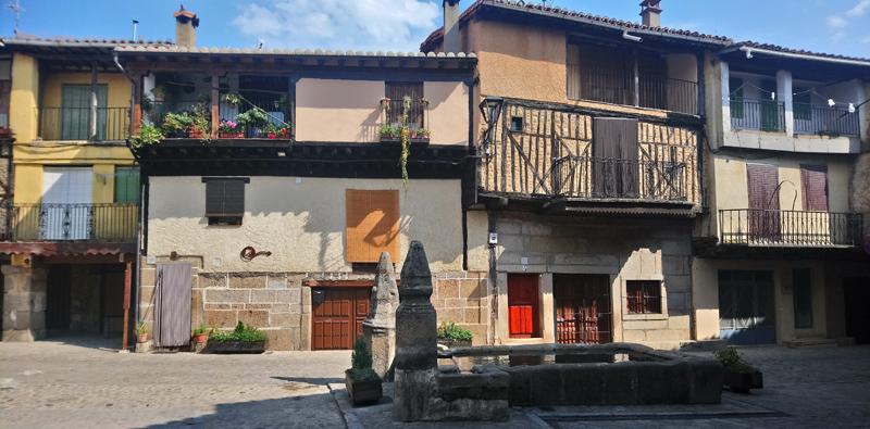 Plaza de la fuente en San Martín del Castañar