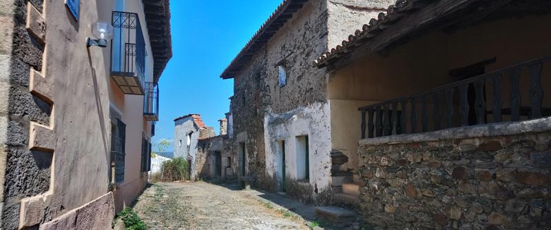 Calles reformadas del pueblo abandonado de Granadilla