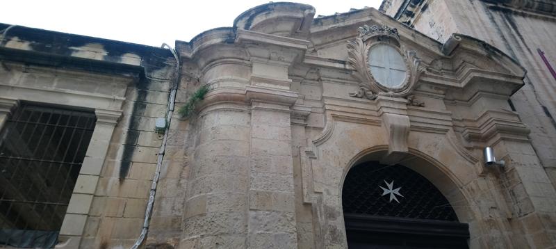 Edificio con la Cruz de Malta