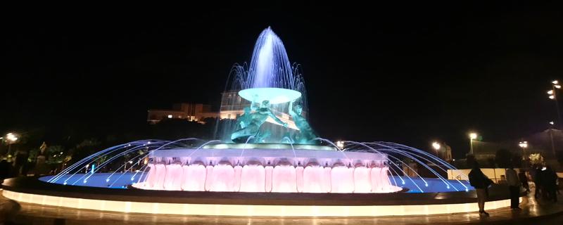 Iluminación en la Fuente del Tritón de La Valeta