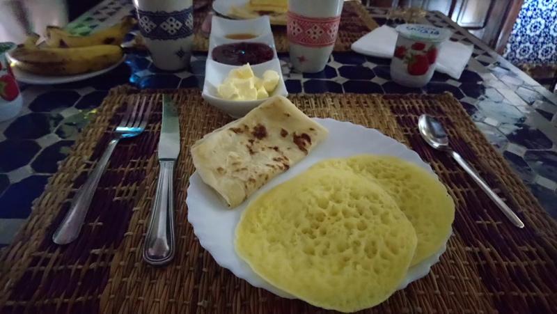 Desayunar temprano en riad Dar Yanis