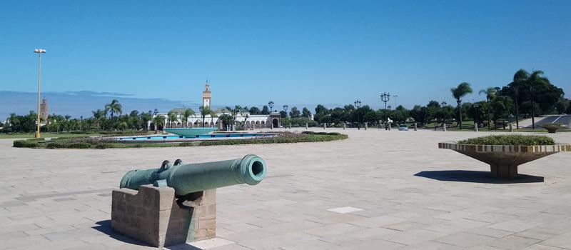 Plaza frente al Palacio Real de Rabat