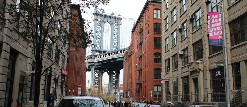 Foto típica del puente de Brooklyn desde Dumbo