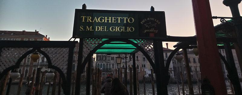 Traghetto en Góndola en Venecia