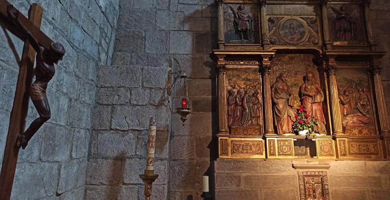 Cristo y Retablo del Monasterio de Leyre
