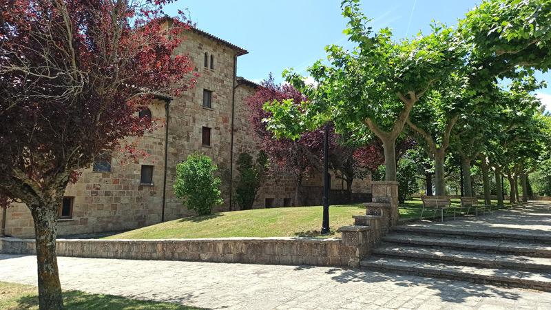 Patio del Monasterio de Leyre en Navarra